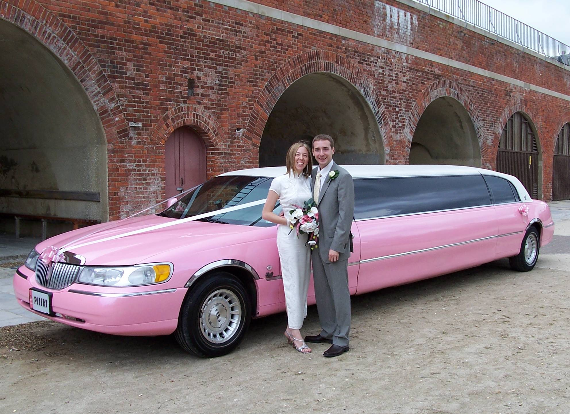 pink-limo-weddings-002
